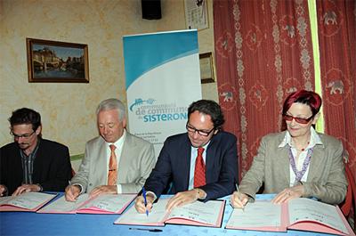 Signature du contrat FISAC